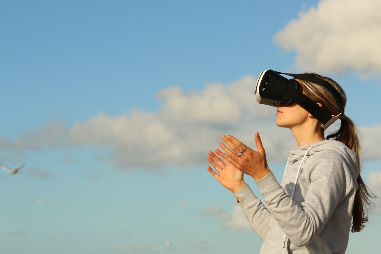 What's the Difference Between Virtual Reality, Augmented Reality and Mixed Reality?